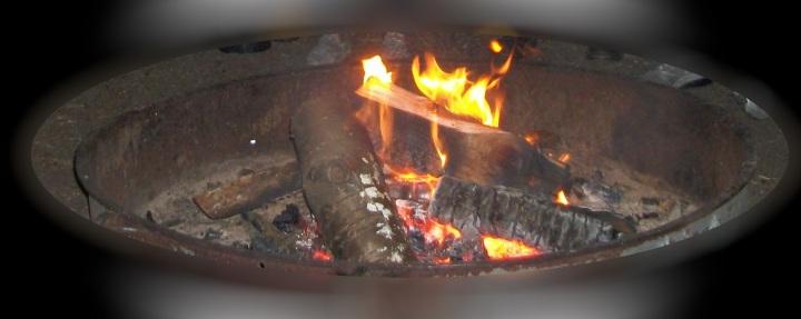 KACHESS 2018 campfire flash shot Charlotte, Stephani, Taylor Riddley oval